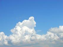 De Wolken van Congestus van de cumulus stock foto