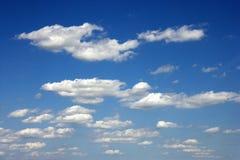 De wolken van de cumulus. stock afbeeldingen