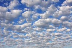 De Wolken van de cumulus Stock Afbeeldingen