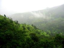 De wolken van de moesson op een heuvelbovenkant royalty-vrije stock afbeeldingen