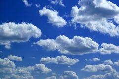De wolken van de zomer royalty-vrije stock afbeeldingen