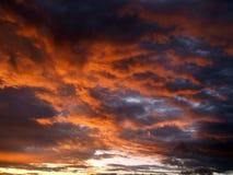 De wolken van de zonsondergang royalty-vrije stock afbeeldingen