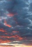 De Wolken van de zonsondergang stock afbeeldingen