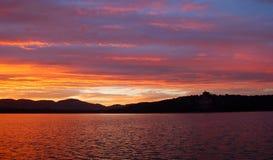 De wolken van de zonsondergang in de zomerpaleis Stock Fotografie