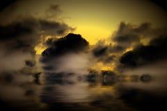 De wolken van Grunge die water worden overdacht Stock Afbeelding