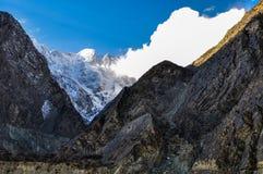 De wolken van Karakorambergen en gouden licht Royalty-vrije Stock Foto