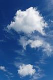 De wolken van Stratocumulus en de blauwe hemel Stock Afbeelding