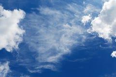 De wolken van Stratocumulus en de blauwe hemel Royalty-vrije Stock Foto's