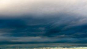 De wolken van de tijdtijdspanne op zonsonderganghemel stock videobeelden