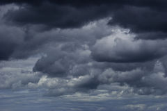 De wolken zwarte hemel van de donder Stock Afbeelding