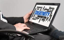 De wolkenconcept van het creativiteitwoord op laptop Royalty-vrije Stock Foto's