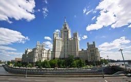 De wolkenkrabber van Stalin in Moskou Stock Foto
