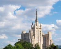 De wolkenkrabber van Stalin in Moskou Stock Afbeeldingen