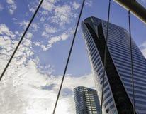 De wolkenkrabbers, brug en bts plaatsen, Bangkok Royalty-vrije Stock Foto's