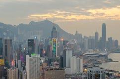 De wolkenkrabbers en andere gebouwen op Hong Kong Island in Hong Kong, China, bekeken van de Braemar-Heuvel Stock Afbeeldingen