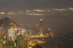 De wolkenkrabbers en andere gebouwen op Hong Kong Island in Hong Kong, China, bekeken van de Braemar-Heuvel Royalty-vrije Stock Afbeeldingen
