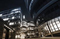 De wolkenkrabbers en het stadhuis van Londen Stock Afbeeldingen