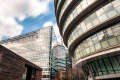 De wolkenkrabbers en het stadhuis van Londen Stock Foto