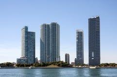 De wolkenkrabbers van de waterkant in Miami Royalty-vrije Stock Fotografie