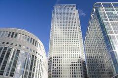 De wolkenkrabbers van de Werf van de kanarie in Londen Stock Fotografie