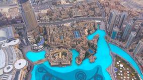 De wolkenkrabbers van Doubai van hierboven De ongelooflijke mening van Doubai Futuristische horizon De Jachthavensatellietbeeld v royalty-vrije stock afbeeldingen
