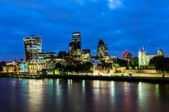 De wolkenkrabbers van Londen, nachtmening Royalty-vrije Stock Fotografie