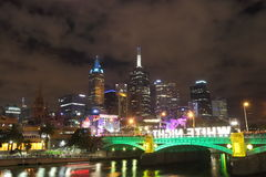 De Wolkenkrabbers van Melbourne, Witte nacht Royalty-vrije Stock Foto's
