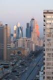 De wolkenkrabbers van Moskou in de vroege ochtend stock foto