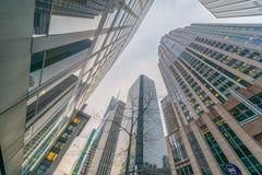 De wolkenkrabbers van New York vew van straatniveau Stock Foto