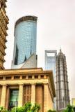 De wolkenkrabbers van Shanghai bij het Financiële District van Lujiazui Stock Fotografie