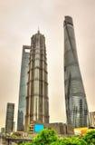 De wolkenkrabbers van Shanghai bij het Financiële District van Lujiazui Stock Afbeelding