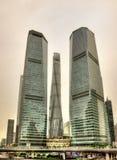 De wolkenkrabbers van Shanghai bij het Financiële District van Lujiazui Royalty-vrije Stock Afbeeldingen