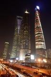 De Wolkenkrabbers van Shanghai bij Nacht Stock Afbeelding