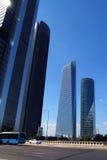 De wolkenkrabbersgebouwen van Madrid in moderne stad Stock Foto