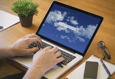 De wolkenonderzoek van de computerdesktop Royalty-vrije Stock Afbeelding