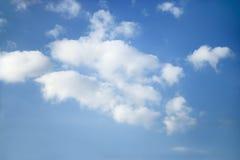 De wolkenvormingen van de cumulus. stock foto's