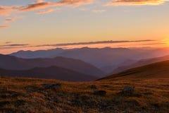 De wolkenzonsondergang van de berghemel Royalty-vrije Stock Foto