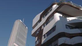 De woningbouw van Milan City Life en de Toren van Isozaki Allianz stock video