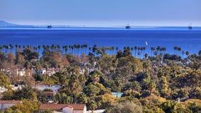 De Woningbouw Vreedzame Oceaansanta barbara california van olieplatforms royalty-vrije stock foto