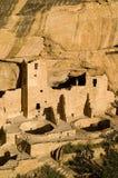 De woningen en kivas van de klip stock fotografie