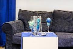 Blauwe bank stock afbeelding afbeelding bestaande uit lijst 14227439 - Designer koffietafel verkoop ...