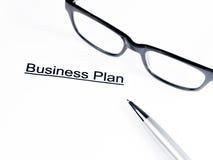 De woorden van het businessplan dichtbij glazen en pen, bedrijfsconcept Royalty-vrije Stock Foto's