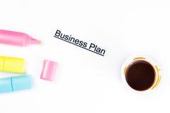 De woorden van het businessplan dichtbij highlighters en kop van koffie, bedrijfsconcept Royalty-vrije Stock Foto