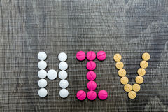 De woordhiv (Menselijk Immunodeficiency Virus) geschreven whith pillen o Stock Afbeelding