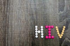 De woordhiv (Menselijk Immunodeficiency Virus) geschreven whith pillen o Stock Foto's