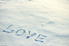 De woordliefde die in de sneeuw wordt getrokken Royalty-vrije Stock Foto