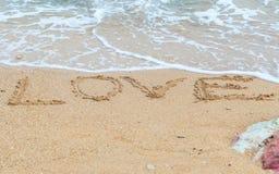 De woordliefde op strand Stock Afbeeldingen