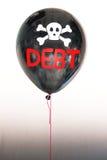 De woordschuld in rood en schedel en dwarsbeenderen op een ballon die het concept een schuldbel illustreren Royalty-vrije Stock Foto's