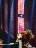 De worstelaar Dolph Ziggler wordt vertakt bovenop spanschroef tijdens stock foto