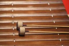 De xylofoon is een muzikaal instrument in de percussiefamilie die uit houten bars bestaat royalty-vrije stock fotografie